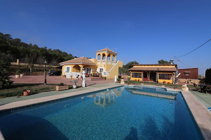 Spectacular 3 Bedroom Villa With An Amazing Summer Kitchen And Swimming Pool
