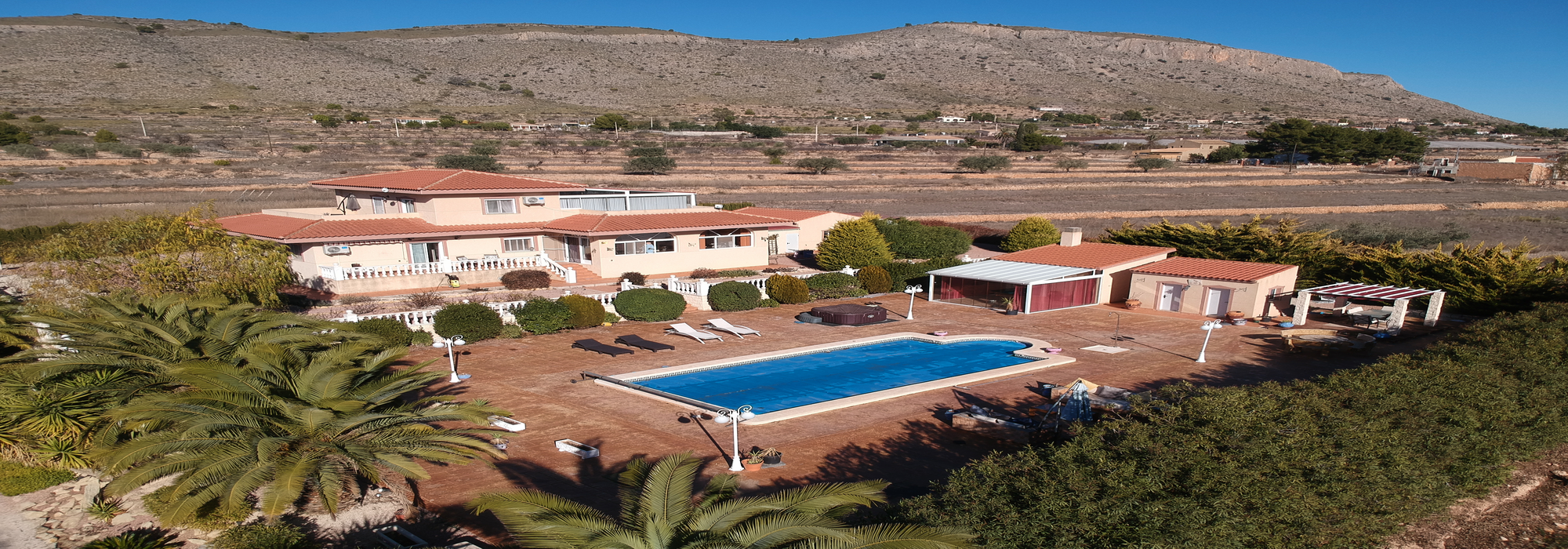 Fabulous 4 Bedroom Villa With Amazing Gardens And Salt Water Pool