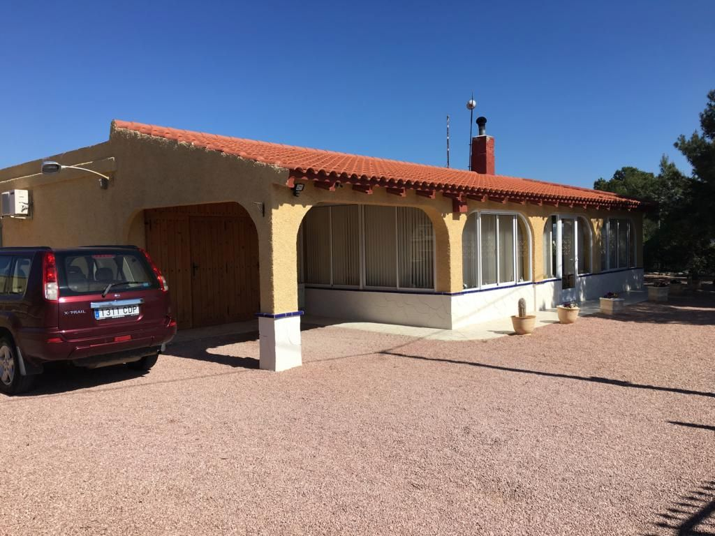 Charming 3 Bedroom Country House With Pool, Garage And Workshops