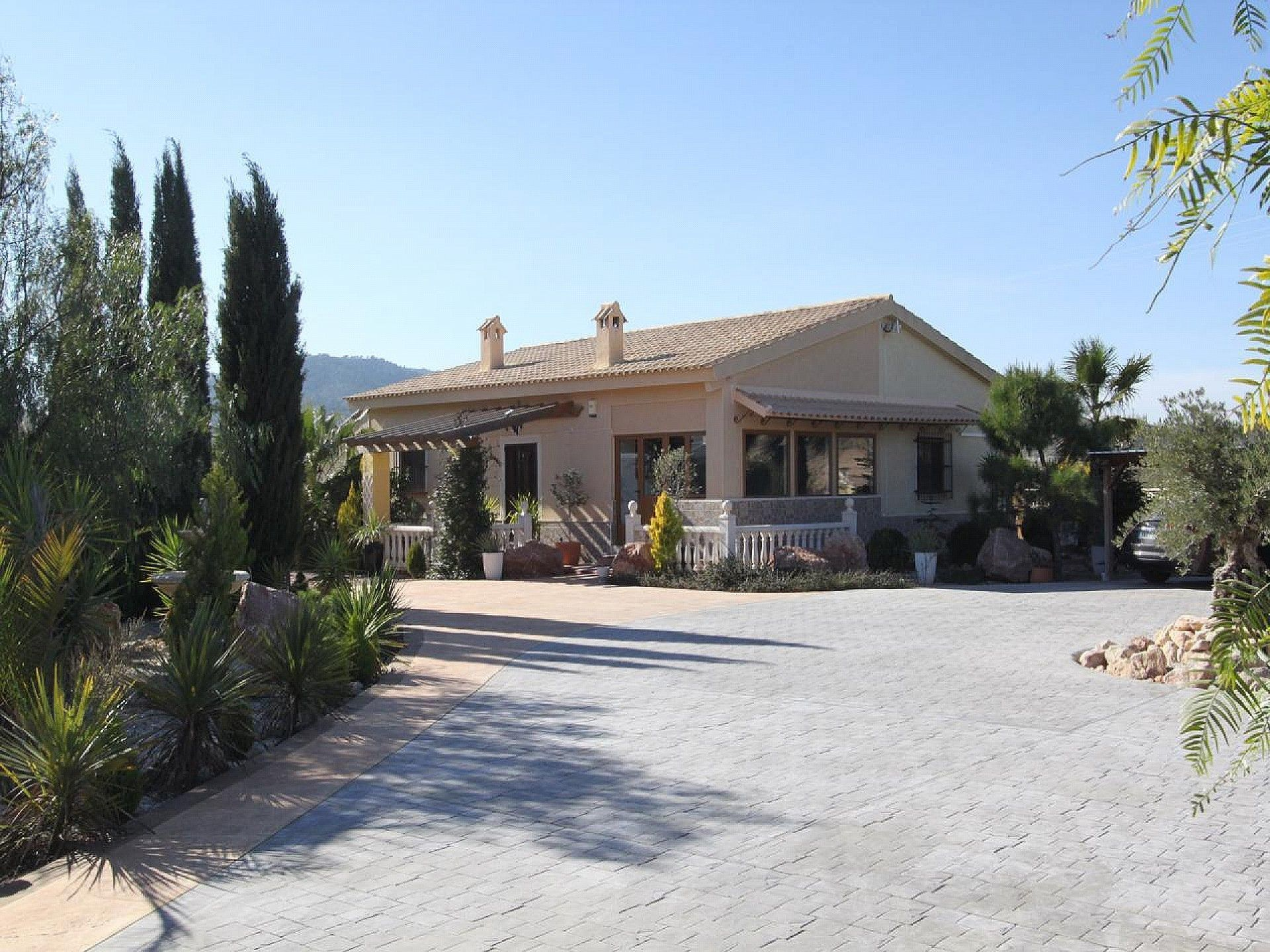 Fantastic Modernised 3 Bedroom Villa With Covered Swimming Pool