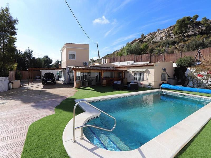 A Fantastic 4 Bedroom Villa Including Separate Guest Apartment And 12m Swimming Pool