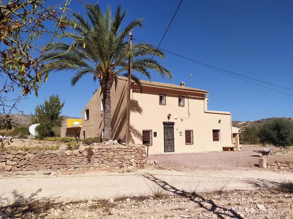 Beautiful Traditional 5 Bedroom Country Home With 6281m² Land