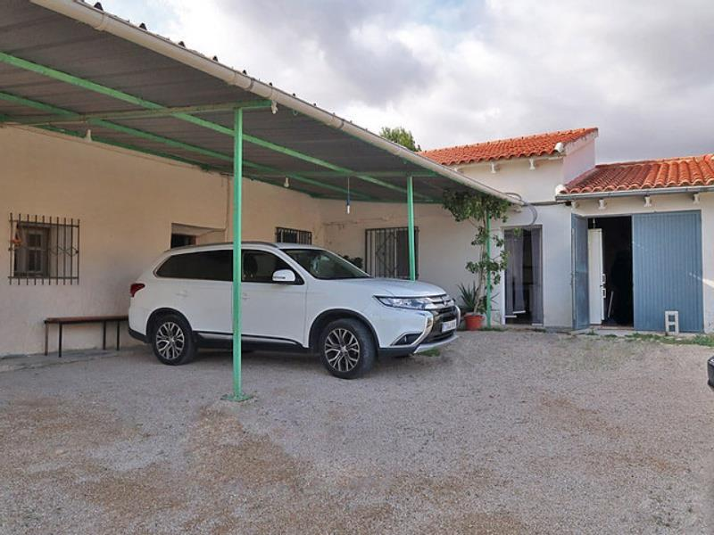 250m² Country House With 13,000m² Plot