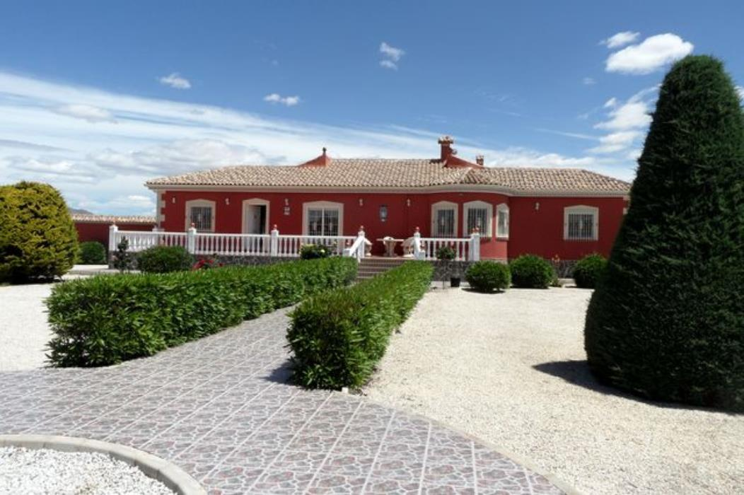 Well Presented Detached 3 Bedroom Villa With Swimming Pool