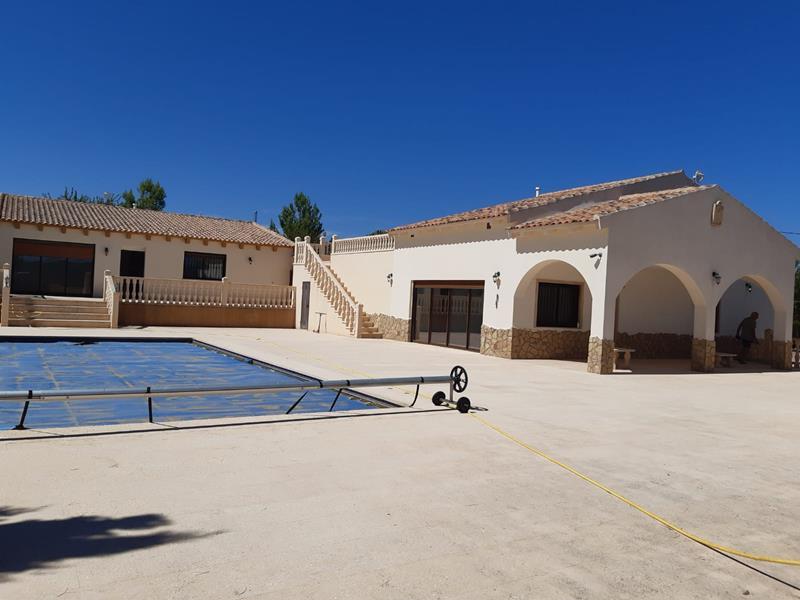 Amazing 4 Bedroom Detached Villa Including Guest Apartment, Pool, Garage And Workshops