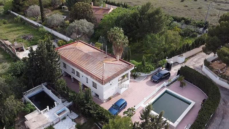 4 Bedroom County House With Pool