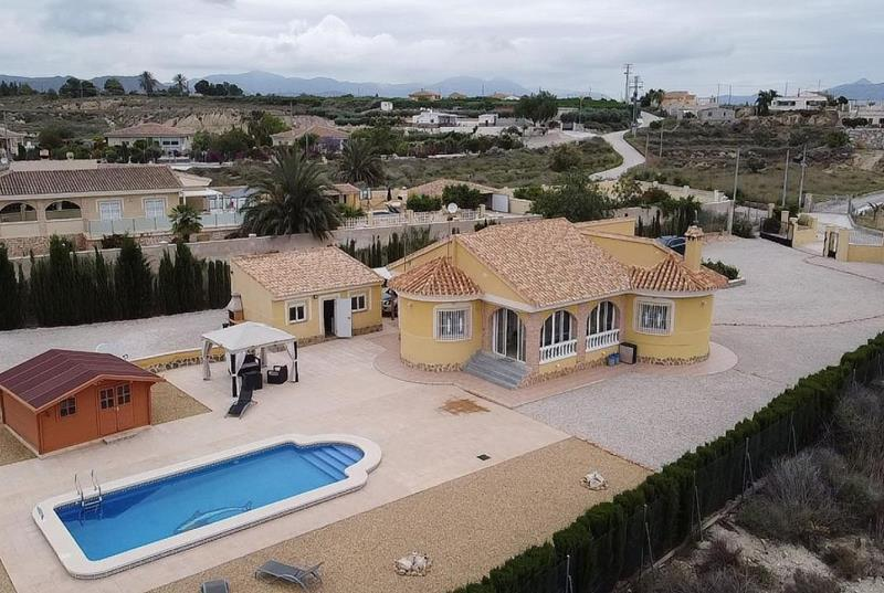 Immaculate Detached 3 Bedroom Villa With Pool