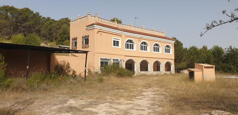 A Grand 10 Bedroom Villa With Pool Including Additional Cave House