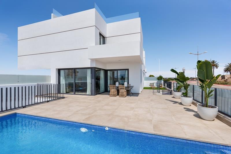 Modern NEW BUILD VILLA with pool-Key ready