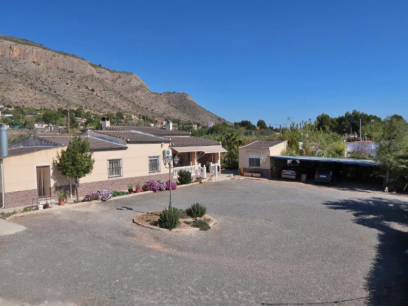 4 Bedroom Villa with Pool in Hondon de las Nieves
