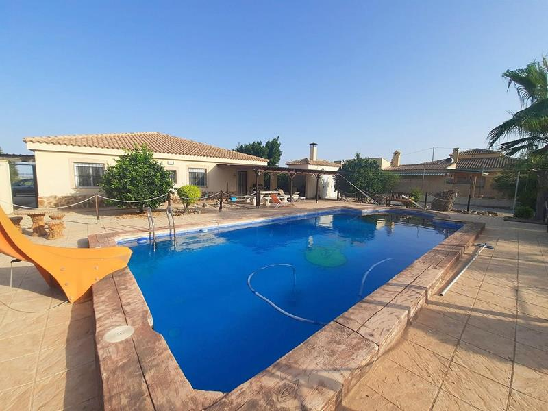 4 Bedroom Detached Villa With Pool And Garage – 10 Minutes Walk To Fortuna